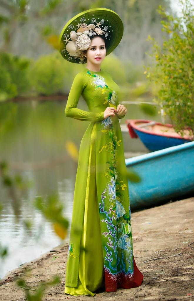 Vo cu Phan Thanh Binh duyen dang trong ao dai sac mau hinh anh 4