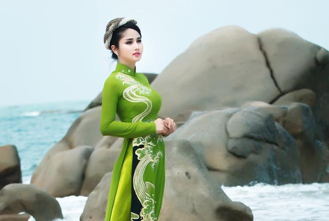 Vo cu Phan Thanh Binh duyen dang trong ao dai sac mau hinh anh 5