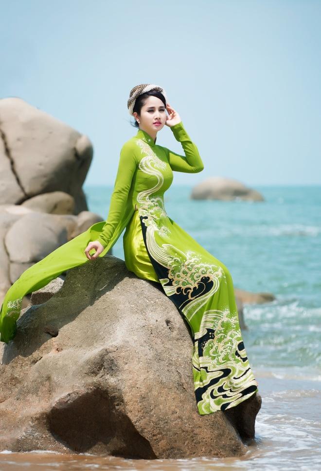 Vo cu Phan Thanh Binh duyen dang trong ao dai sac mau hinh anh 6