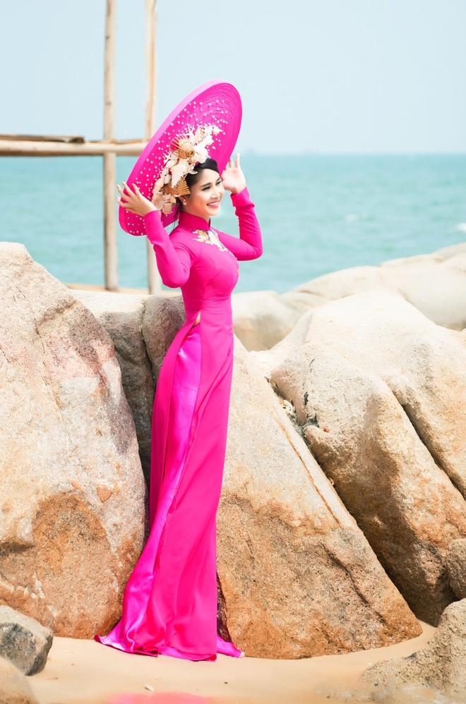 Vo cu Phan Thanh Binh duyen dang trong ao dai sac mau hinh anh 8