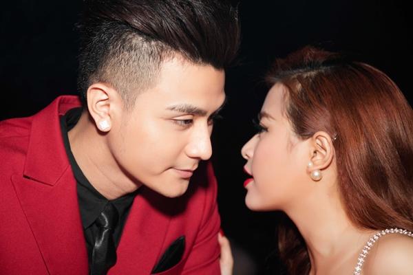 Vinh Thuy: 'Cam giac sung suong khi hon Hoang Thuy Linh' hinh anh