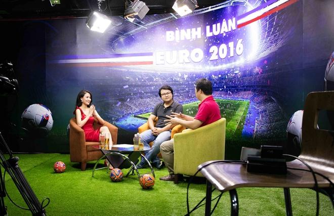 Hoang Thuy Linh mac goi cam chay show Euro o Ha Noi hinh anh 1
