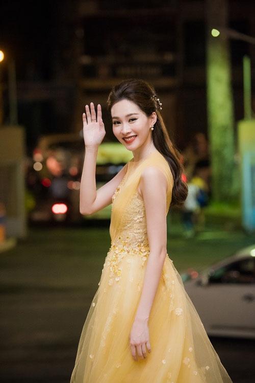 Dang Thu Thao long lay di cham thi Hoa hau Viet Nam hinh anh 2