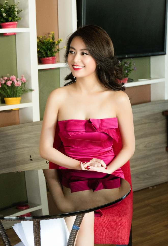 Hoang Thuy Linh mac goi cam chay show Euro o Ha Noi hinh anh 3