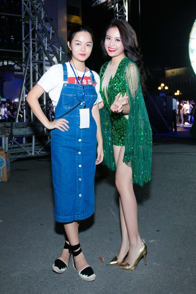 Hoang Thuy Linh mac goi cam chay show Euro o Ha Noi hinh anh 6