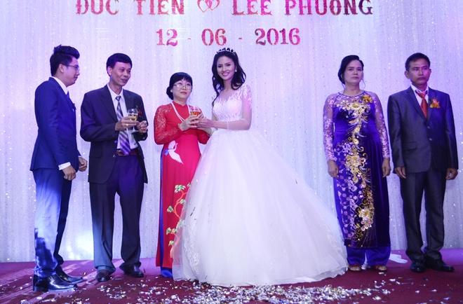 Dam cuoi lan hai cua Le Thi Phuong va chong bac si hinh anh 7