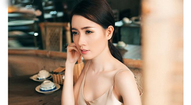 Phan Thi Mo dien dam hai day khoe vai tran hinh anh