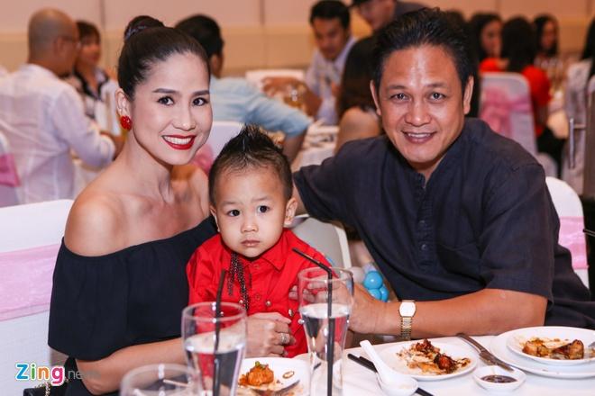 Dan sao Viet mung thoi noi con gai Trinh Kim Chi hinh anh 1