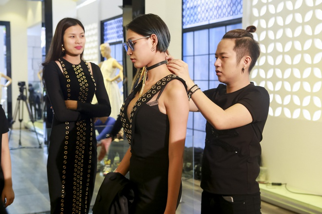 Huan luyen vien The Face lam stylist cho thi sinh o tap 2 hinh anh 6