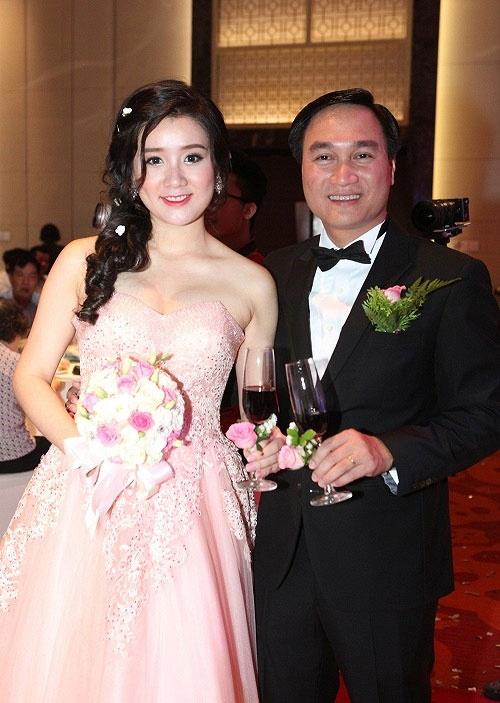 Miss Teen Xuan Mai lam dam cuoi voi ban trai lon tuoi hinh anh 1