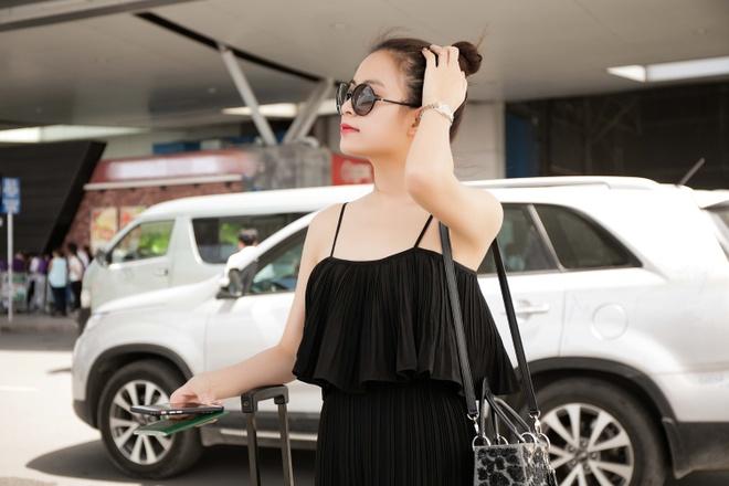 Hoang Thuy Linh dien ao hai day ra san bay hinh anh 5