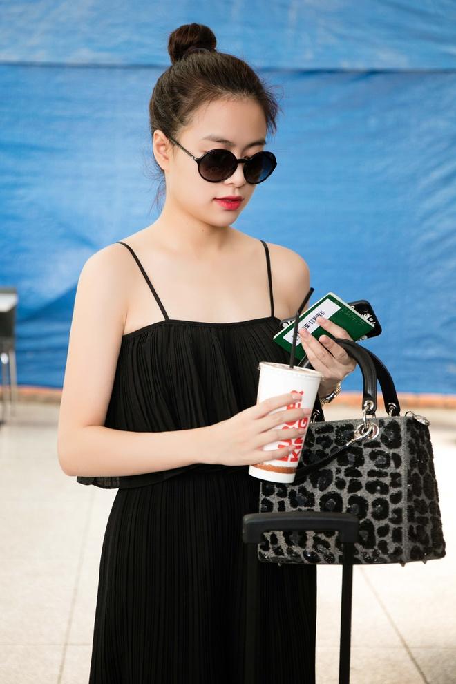 Hoang Thuy Linh dien ao hai day ra san bay hinh anh 6