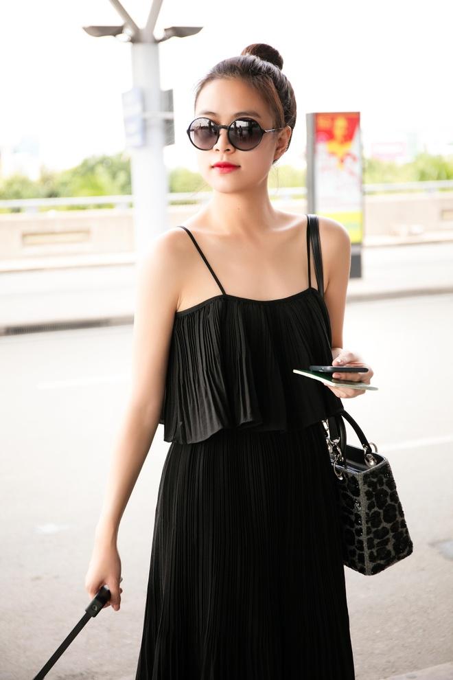 Hoang Thuy Linh dien ao hai day ra san bay hinh anh 2