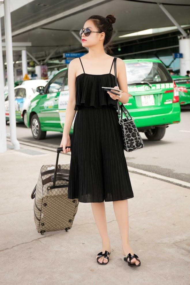 Hoang Thuy Linh dien ao hai day ra san bay hinh anh 3