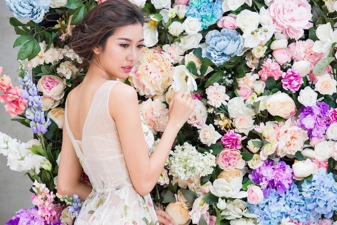 Thuy Van kieu diem voi 4 bo dam hoa tiet hoa hinh anh