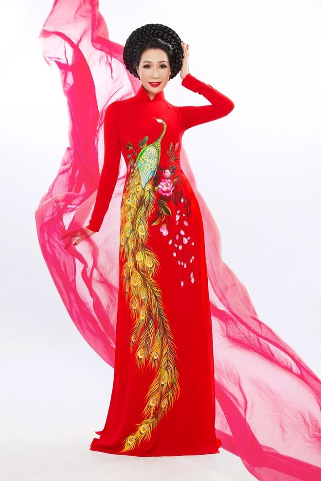 Trinh Kim Chi duyen dang ao dai hoa tiet hoa sen hinh anh 4