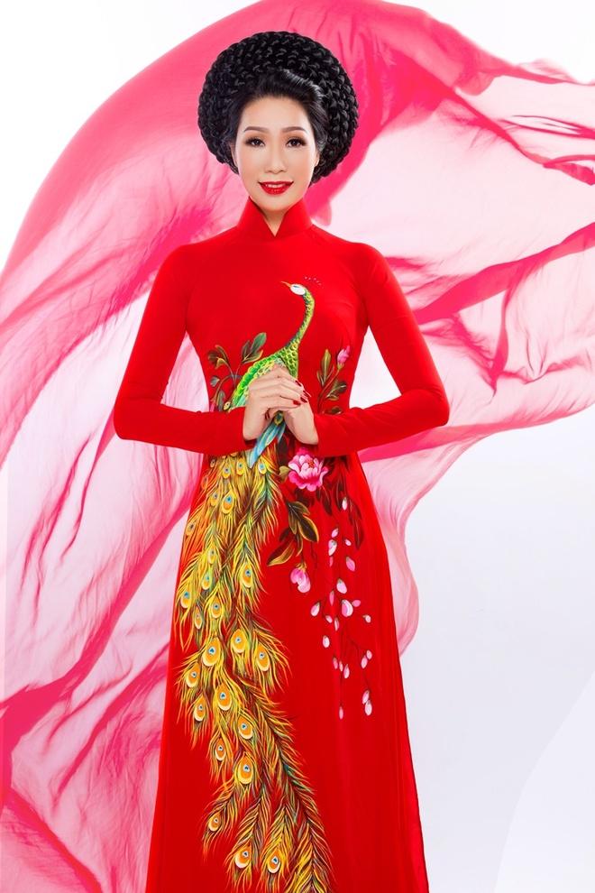 Trinh Kim Chi duyen dang ao dai hoa tiet hoa sen hinh anh 5