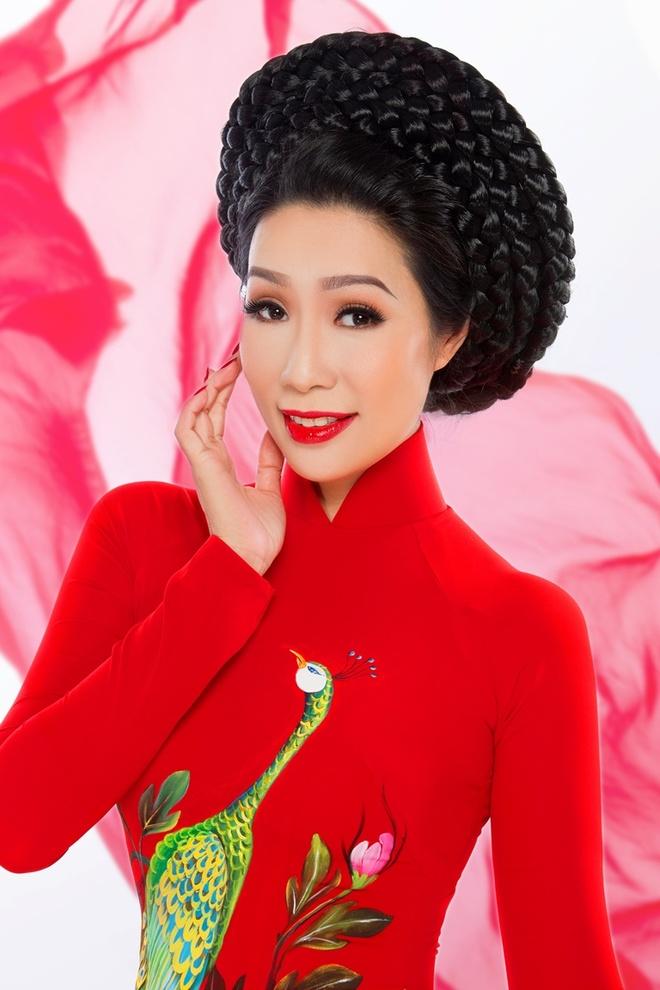 Trinh Kim Chi duyen dang ao dai hoa tiet hoa sen hinh anh 6