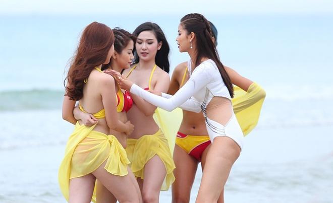 Pham Huong den tre khien cac thi sinh hoang mang hinh anh 10