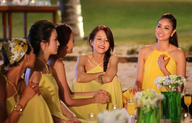 Pham Huong den tre khien cac thi sinh hoang mang hinh anh 12