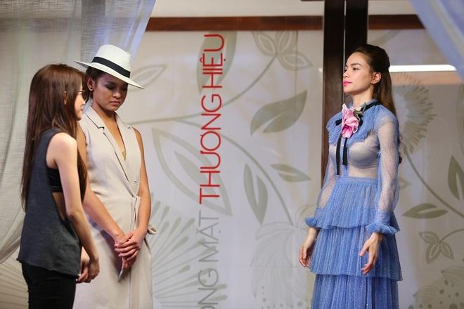 Pham Huong thang tay loai thi sinh doi Lan Khue anh 1