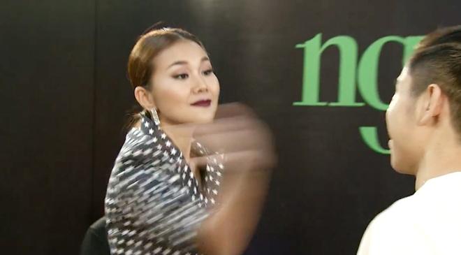 Thanh Hang thang tay tat thi sinh tren song truyen hinh hinh anh