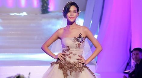 Mai Ngo che Diep Linh Chau catwalk nhu dan ong mac vay hinh anh