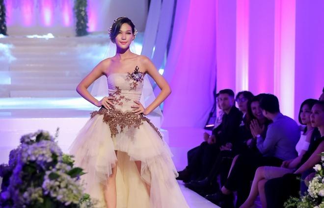 Mai Ngo che Diep Linh Chau catwalk nhu dan ong mac vay hinh anh 1