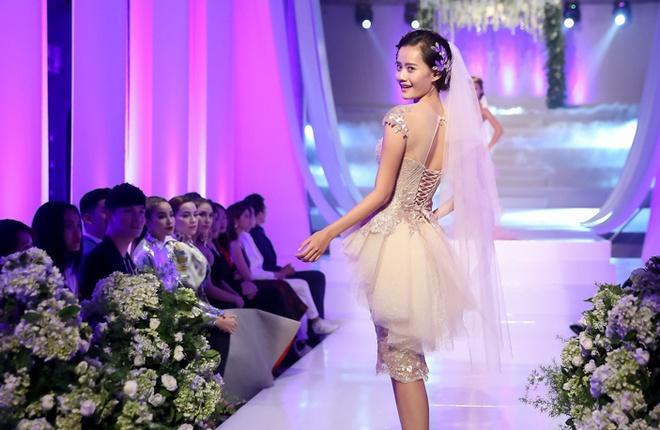 Mai Ngo che Diep Linh Chau catwalk nhu dan ong mac vay hinh anh 5
