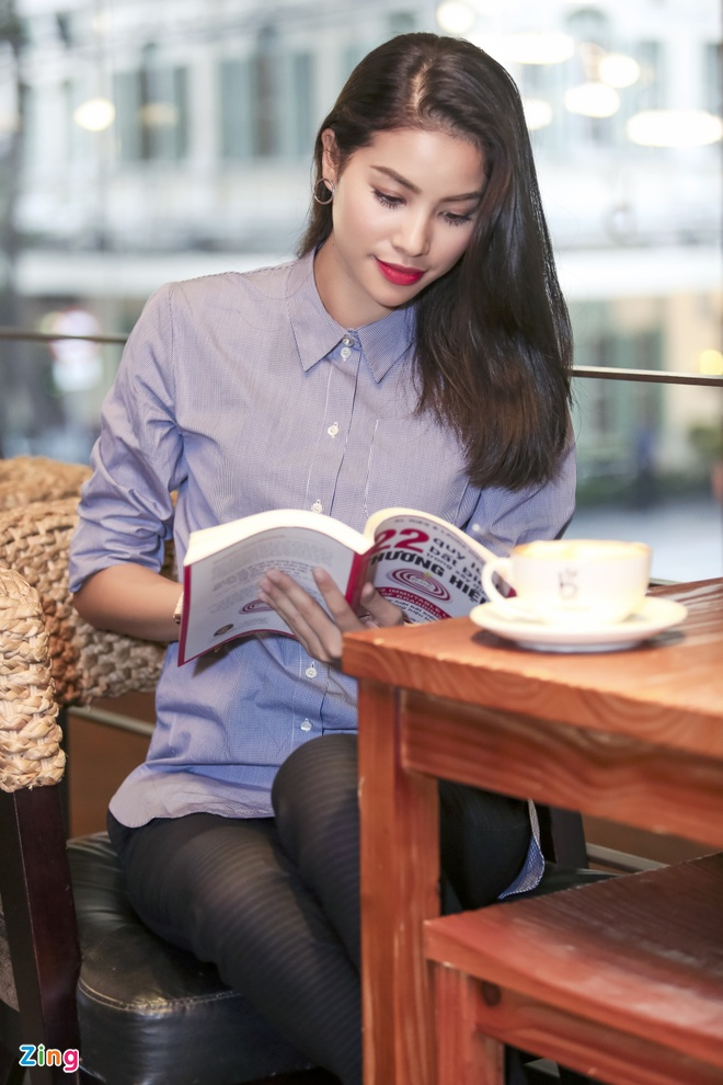 Pham Huong: 'Toi va Lan Khue khong than thiet' hinh anh 2