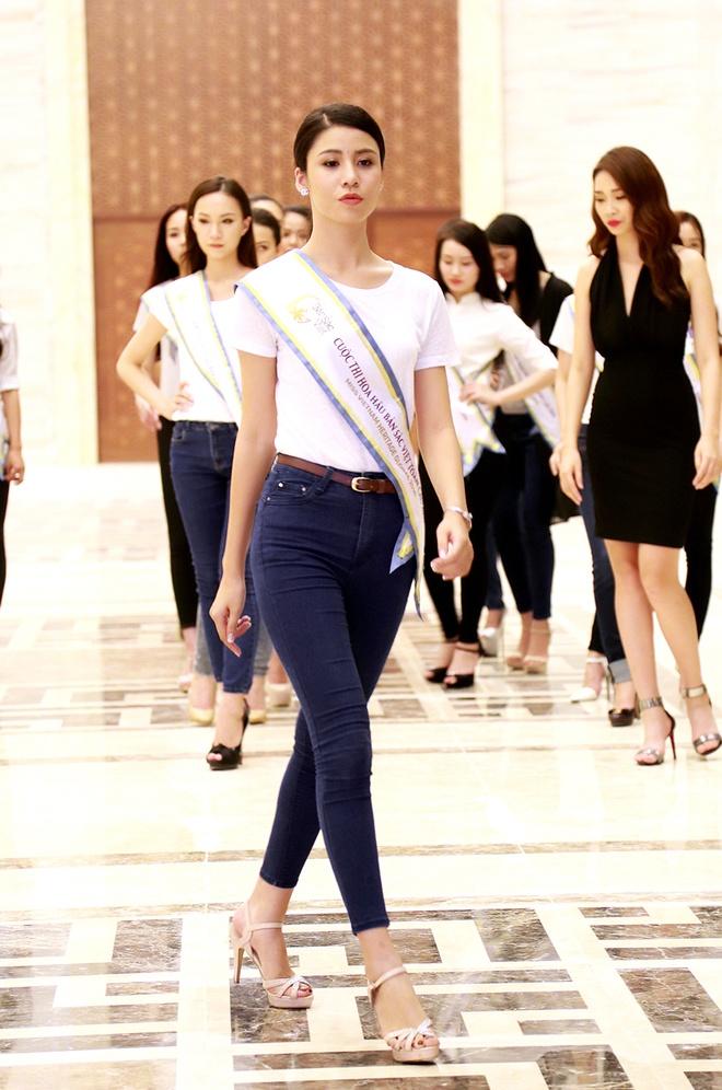Thi sinh HH Ban sac Viet luyen catwalk truoc dem ban ket hinh anh 3