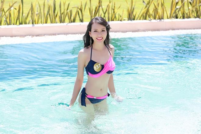 Nguoi dep HH Ban sac Viet dien bikini goi cam hinh anh 3