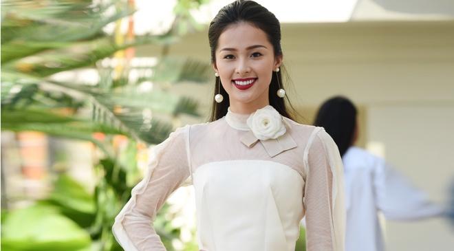 Dang Thu Thao, Ha Vi do ve yeu kieu o su kien hinh anh