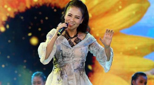 Thu Minh, My Tam vao nhom trang phuc xau thang 7 hinh anh