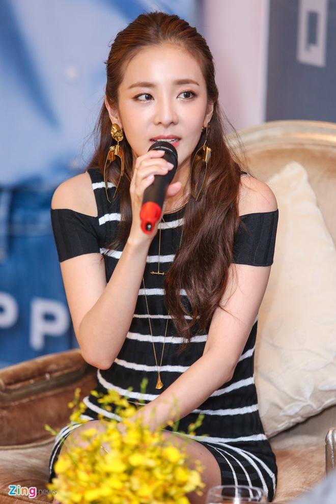 Dara (2Ne1) den Viet Nam anh 3