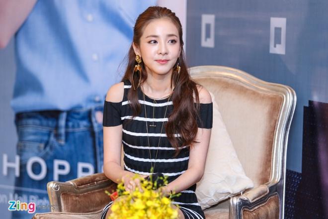 Dara (2Ne1) den Viet Nam anh 6