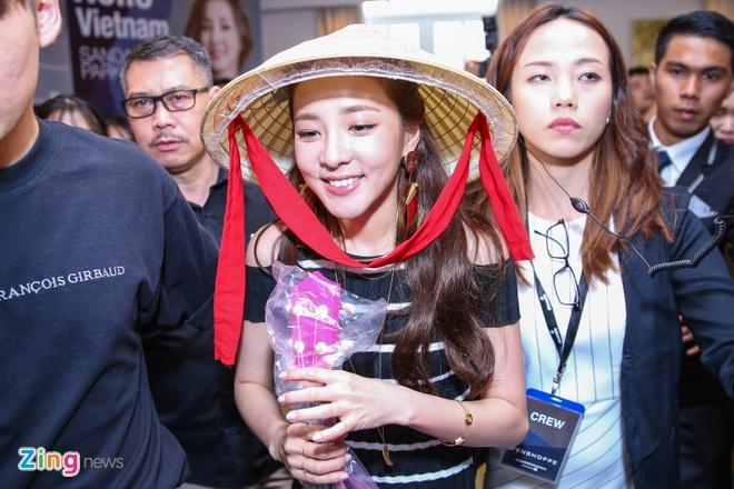 Dara (2Ne1) den Viet Nam anh 7