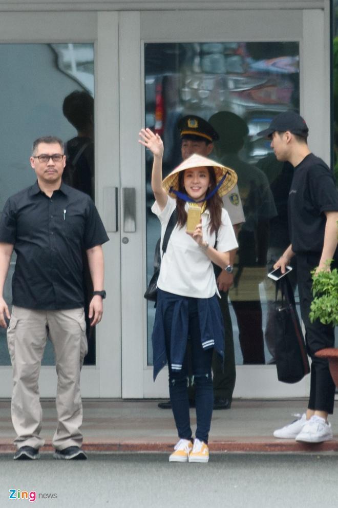 Fan Viet doi mua don Dara (2NE1) o san bay Tan Son Nhat hinh anh 6