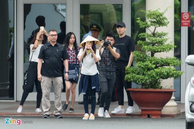 Fan Viet doi mua don Dara (2NE1) o san bay Tan Son Nhat hinh anh 7