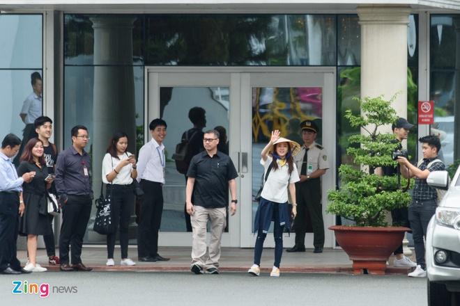 Fan Viet doi mua don Dara (2NE1) o san bay Tan Son Nhat hinh anh 8