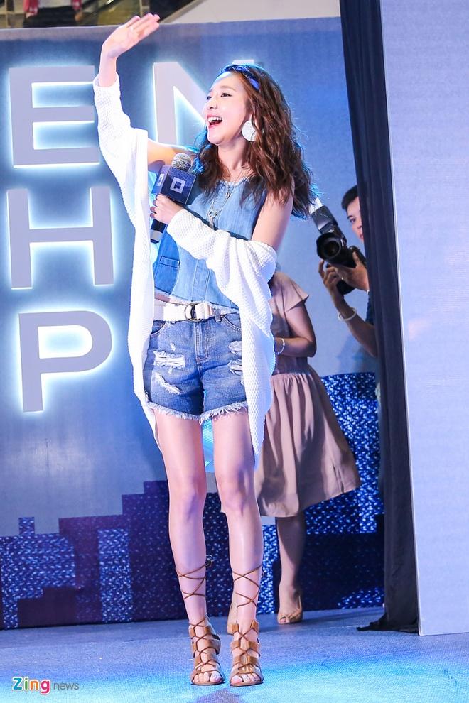 Dara (2NE1) mac don gian du su kien cung dan sao Viet hinh anh 2