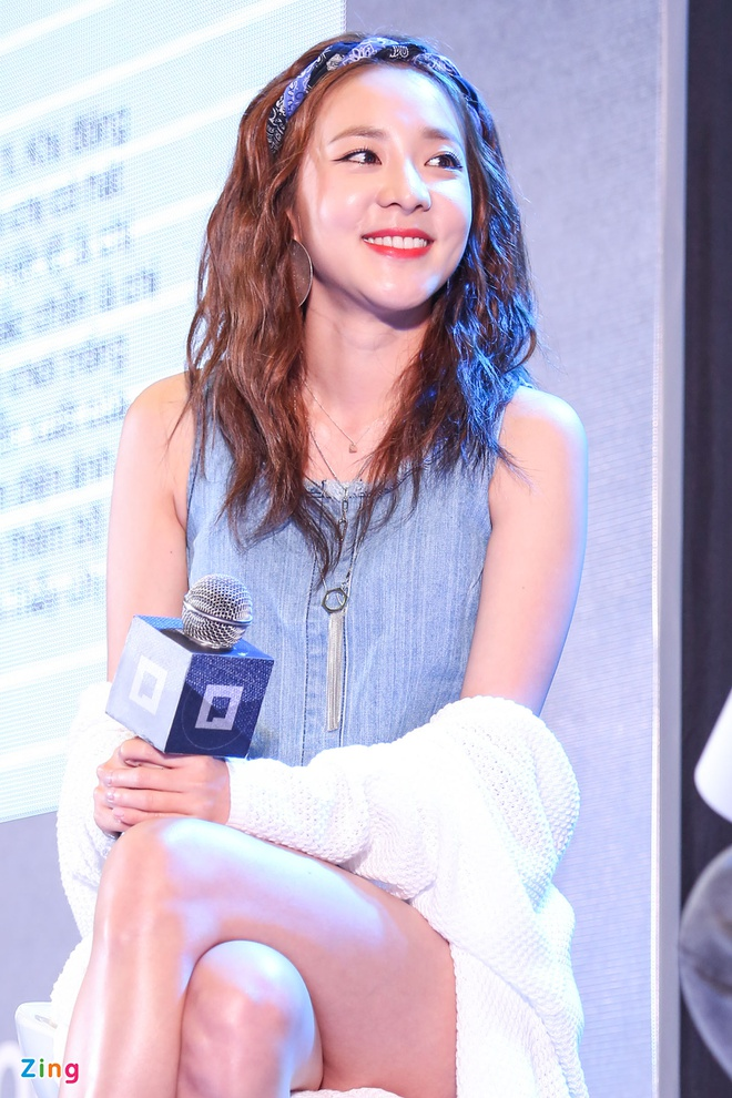Dara (2NE1) mac don gian du su kien cung dan sao Viet hinh anh 3