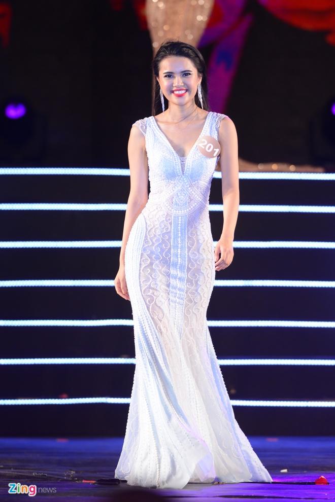 Top 10 Hoa hau Ban sac Viet trinh dien dam da hoi hinh anh 9