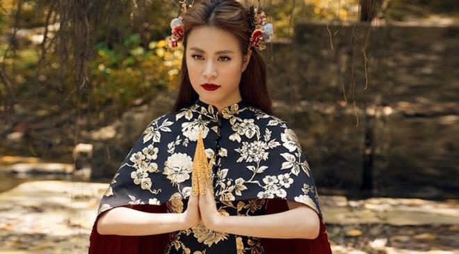 Hoang Thuy Linh bi to mac vay 'nhai' thuong hieu noi tieng hinh anh