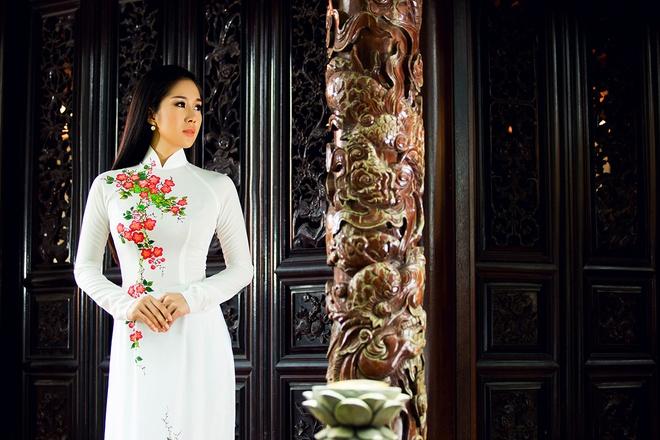 Le Phuong goi y mau ao dai dip Vu Lan hinh anh 1