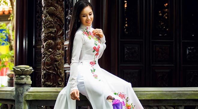 Le Phuong goi y mau ao dai dip Vu Lan hinh anh