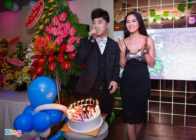 Ung Hoang Phuc ra mat con trai trong tiec sinh nhat 35 tuoi anh 1