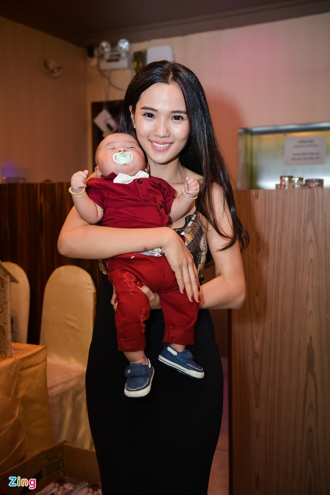 Ung Hoang Phuc ra mat con trai trong tiec sinh nhat 35 tuoi anh 3