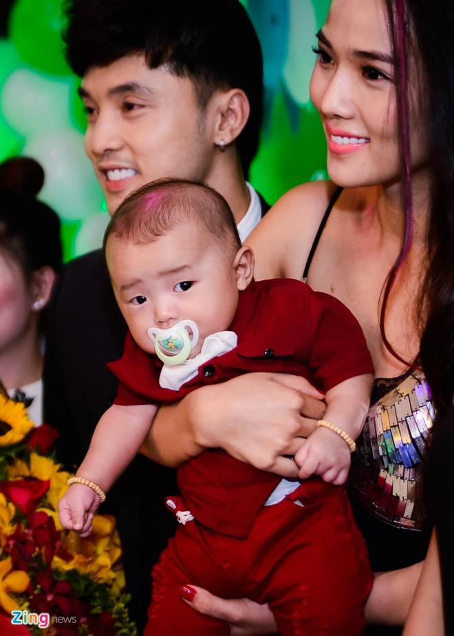 Ung Hoang Phuc ra mat con trai trong tiec sinh nhat 35 tuoi anh 4