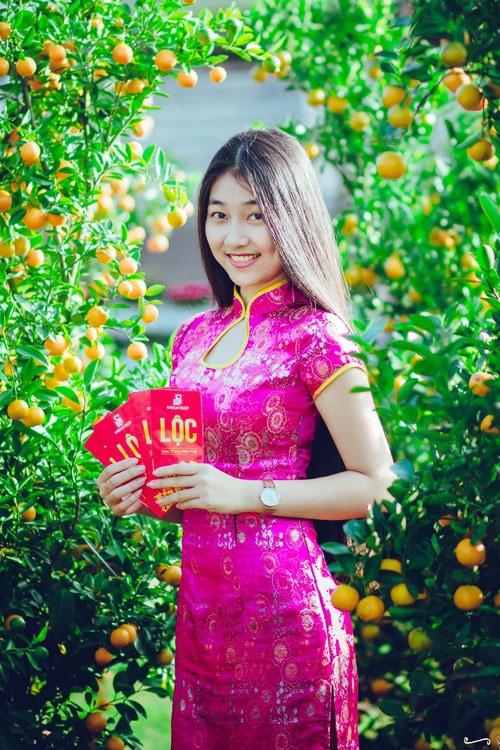 Ung vien sang gia Hoa hau Viet Nam xinh xan o doi thuong hinh anh 1